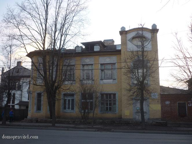Дом по Чкалова 36 в Гатчине. Особняк Сережникова.