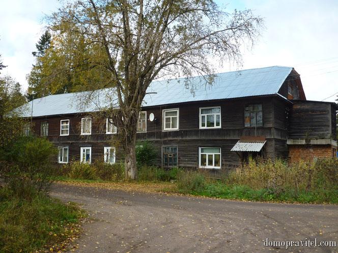 Поселок Кобринское, ул. Советских Воинов, дом 11. Жилой многоквартирный дом в Кобринском.