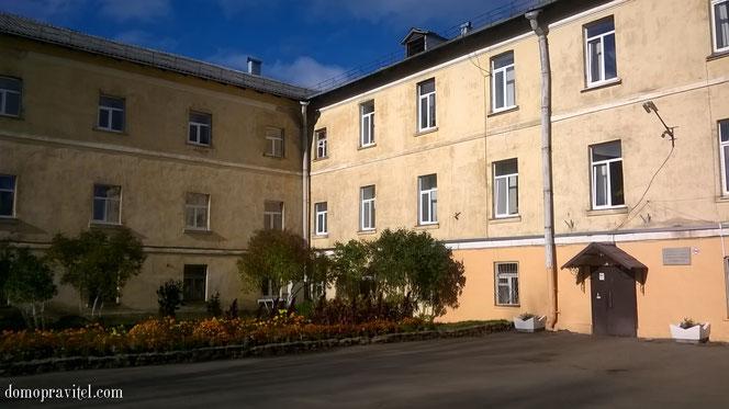 Школа №10 в Гатчине. Гимназия Ушинского.