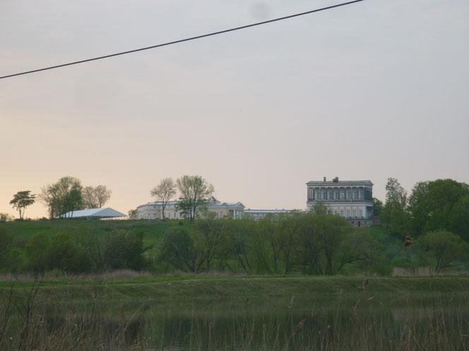 Дворец Бельведер в Низино