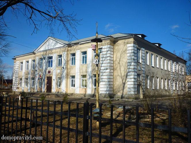 Школа в Кобринском
