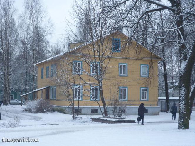На фото: Дом на Карла Маркса 19 в Гатчине