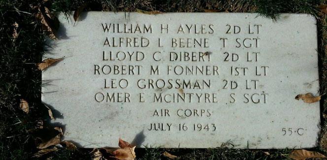 La lapide comune degli aviatori morti assieme.