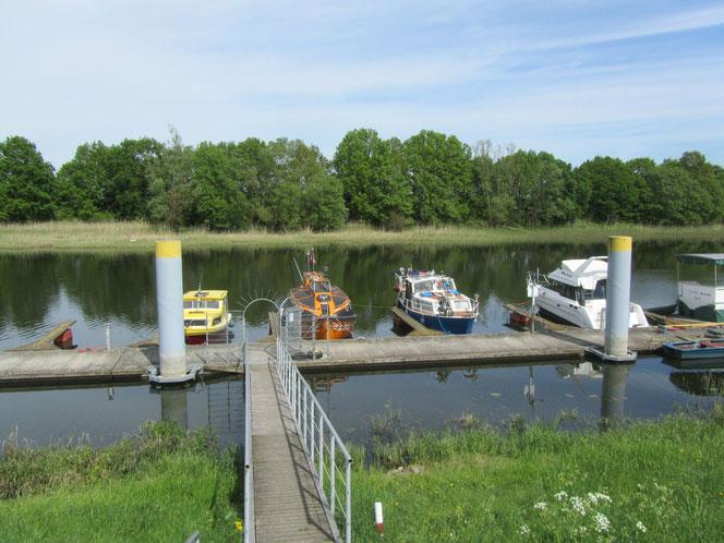 Km 633 an der Oder Hafen Marina Anleger Kienitz