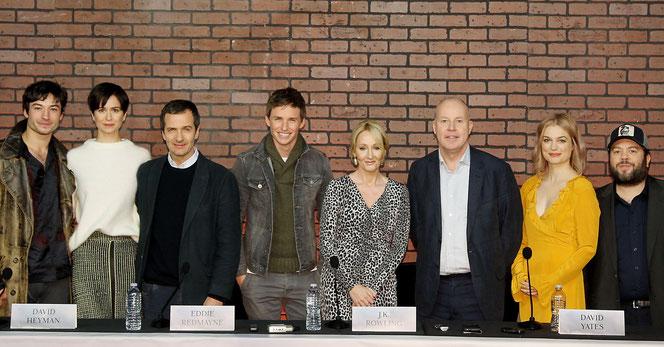 Les acteurs et l'équipe du film autour de JK Rowling lors de la conférence de presse (10 Novembre 2016)