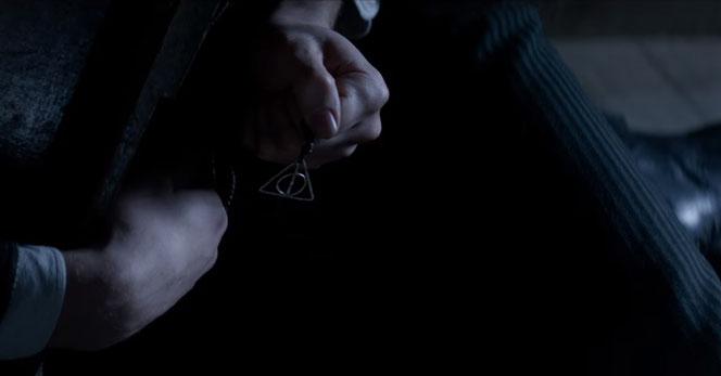 La marque des Reliques de la Mort est apparue dans ce clip inédit...