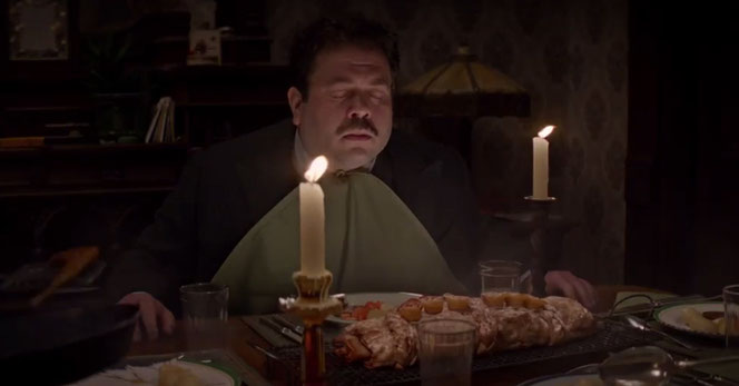 Jacob Kowalski (Dan Fogler) se régale dans l'appartement des Goldstein (Les Animaux Fantastiques - 2016)