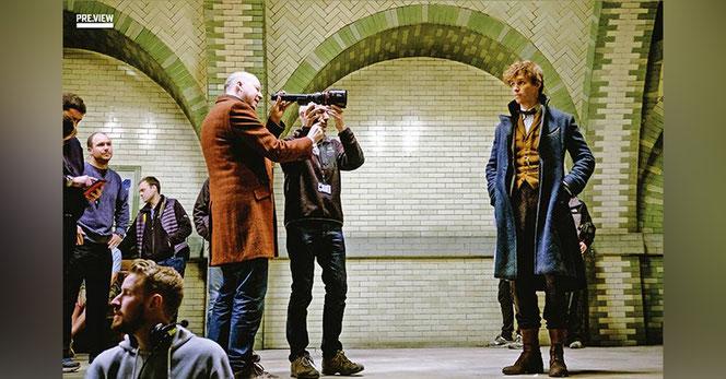 David Yates dirige Eddie Redmayne (Norbert Dragonneau) sur le plateau de tournage
