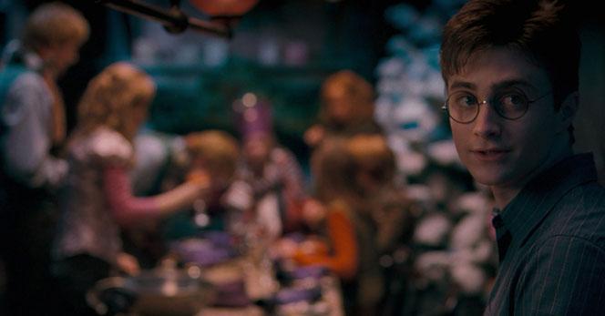 Harry fête Noël au Square Grimmaurd (Harry Potter et l'ordre du phénix - 2007)