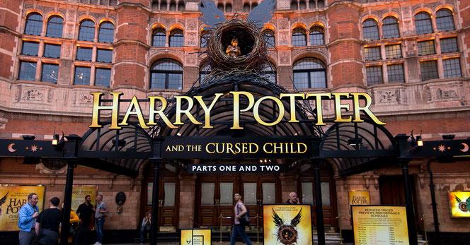 """Devanture de la pièce """"Harry Potter et l'enfant maudit"""" du """"Palace Theatre"""""""