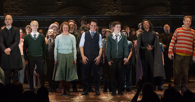 """Le casting initial de """"Harry Potter et l'Enfant Maudit"""" à la fin d'une de leur représentation (Rex/Shutterstock)"""
