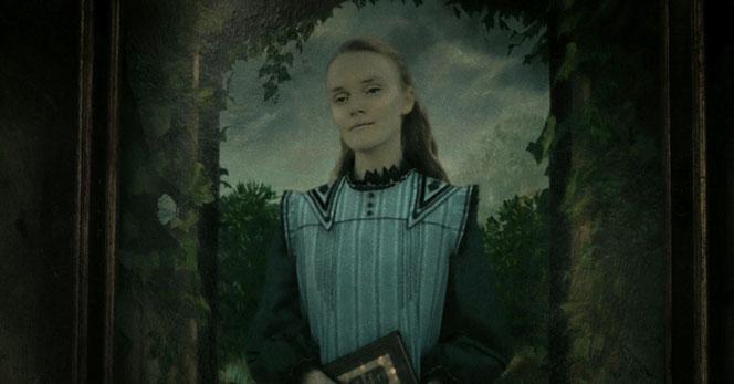 Le portrait d'Ariana dans le salon de son frère Alberforth (Harry Potter et les reliques de la mort - Partie 2)