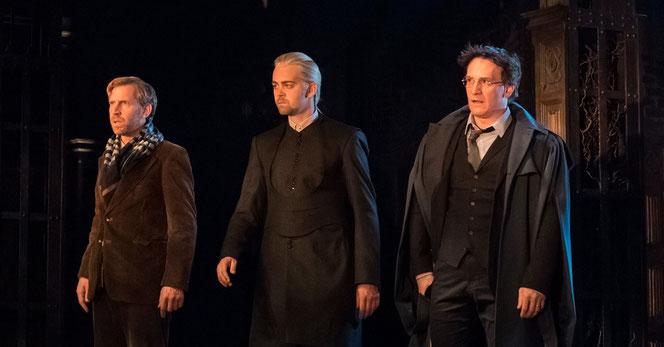 Paul Thornley (Ron Wealsey), Alex Price (Drago Malefoy) et Jamie Parker (Harry Potter)