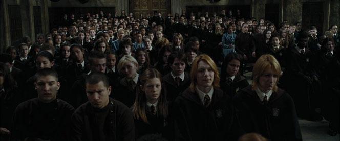 Les élèves de Poudlard, Beauxbâtons et Durmstrang unis après la mort de Cédric Diggory