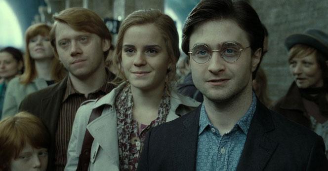 Ron, Hermione et Harry disent au revoir à leurs enfants sur le Quai 9 3/4 (Harry Potter et les Reliques de la Mort - Partie 2 - 2011)