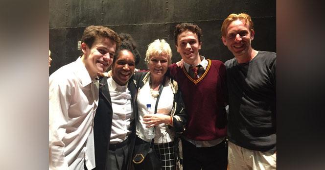 Sam Clemmett (Albus Potter), Cherelle Skeete (Rose Granger-Weasley), Julie Walters (Molly Weasley), Martin Johnson (doublure) et Paul Thornley