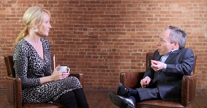 JK Rowling est interviewée par Warwick Davis dans ce documentaire (@ITV)