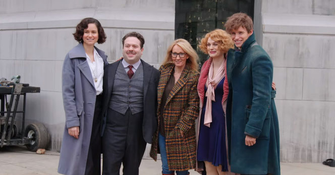 JK Rowling en compagnie des acteurs Katherine Waterston, Dan Fogler, Queenie Goldstein et Eddie Redmayne (@Warner Bros)