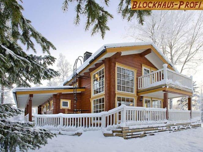 Blockhaus als Wohnhaus am Polarkreis im finnischen Lappland