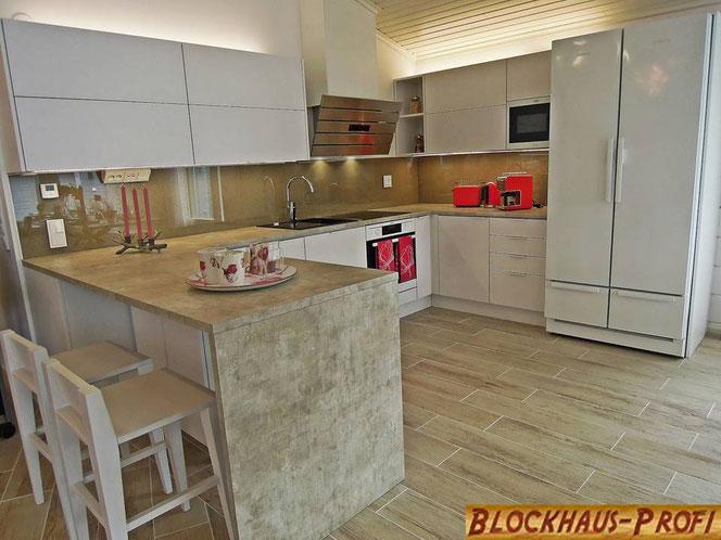 Küche als zentraler Ort im Singlehaus -  Blockhaus, Holzhaus, Holzbau, Bauen, Holzhäuser, Blockhäuser, Hausbau, Holz, Wohnhaus, Blockhausbau, Einfamilienhaus, Bauplanung - Bungalow