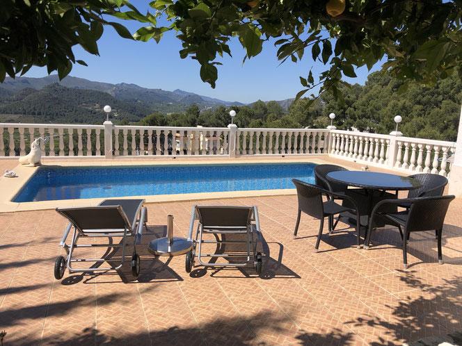 Ferienwohnung Valencia mit Pool für Sie ganz alleine, Foto vom 27.04.2019, Wassertemperatur 21 Grad