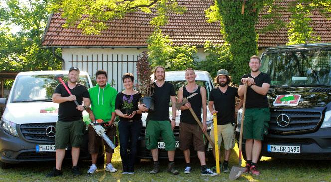 Gruppenfoto, Garten Regisseur, Gartenbau in München, Dachau und Freising, mit Fuhrpark