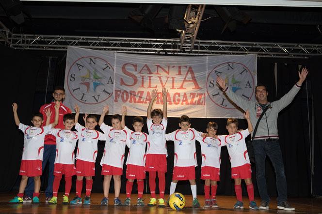 La Under 9 del Santa Silvia di Mister Giovanni (non nella foto) e Mister Massimiliano (a destra) con Mister Francesco P.
