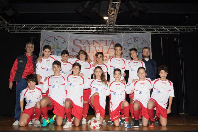 La Under 16 del Santa Silvia com Mister Fabrizio (sinistra) e Mister Enrico (destra)