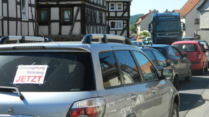 Wir fordern eine Entlastung der Menschen in Wartenberg vom Verkehr.