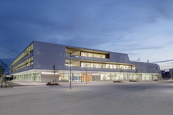 Bundesschule Aspern, Ansicht, Nord mit Haupteingang. Foto: Hertha Hurnaus
