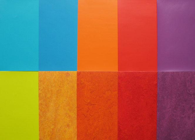 Kräftige Farbakzente, Wände und Böden. (Linoleum und Beton)