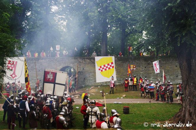 Kämpfende Truppen am Wall in Soest.