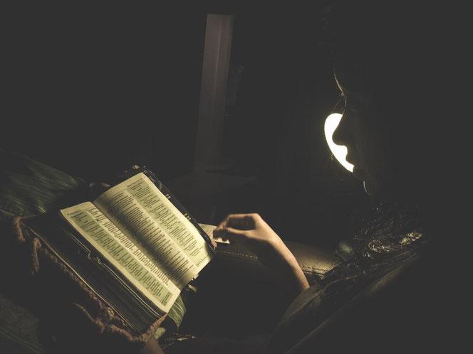Bücher lesen statt im Netz surfen - warum nicht mal öfter?