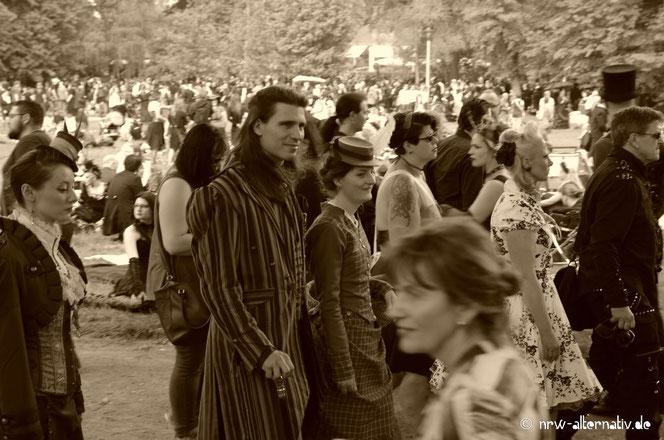 Gothics im Clara-Zetkin-Park zum Viktorianischen Picknick