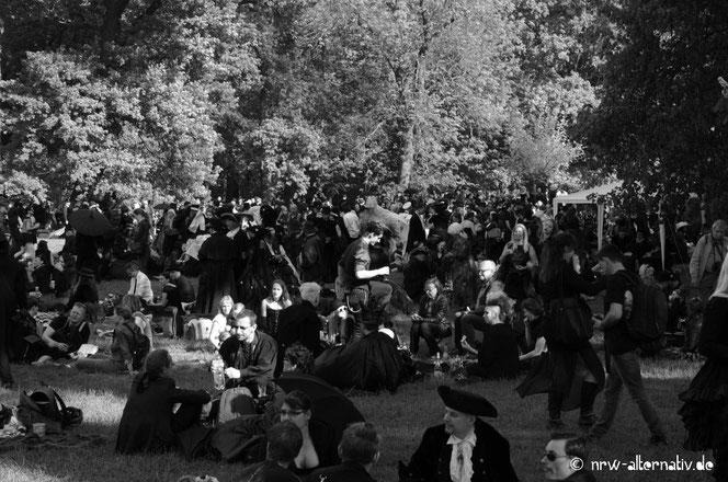 Gothics im Clara-Zetkin-Park zum WGT 2016
