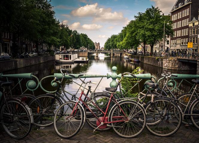 Räder vor holländischer Gracht
