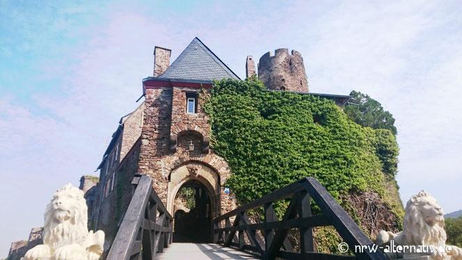 Mosel Burg Eingang - Burgtor an der Mosel