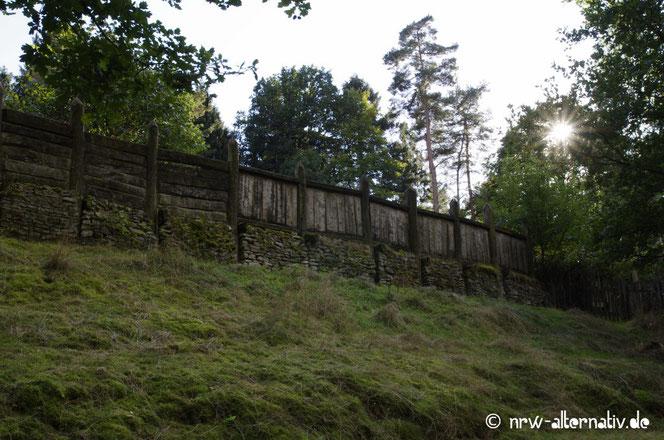 Holzpallisade aus der Römerzeit im Freilichtmuseum Oerlinghausen