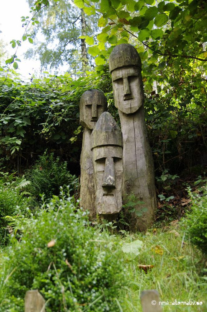 Odin-Statuen (?) im Archäologischen Freilichtmuseum Oerlinghausen