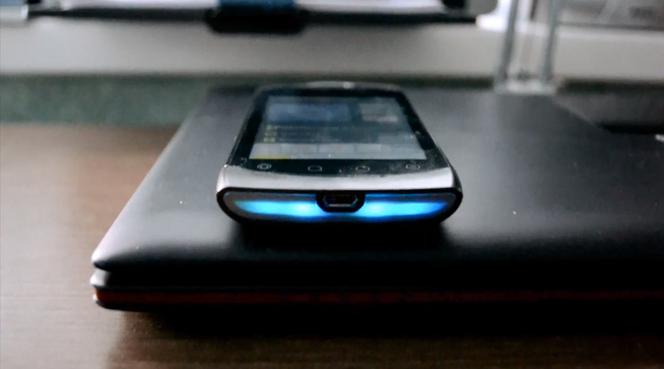 Hintergrundbeleuchtung - eine Besonderheit des Smartphones Highscreen Cosmo
