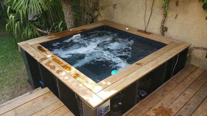 Petite piscine avec jets massant