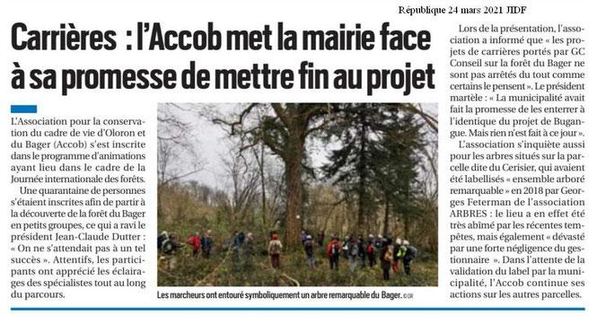 La République des Pyrénées a repris quelques points sensibles développés durant la journée internationale des forêts au Bager d'Oloron. Les randonneurs ont encerclé symboliquement un très gros chêne au col du Cerisier, rare rescapé des arbres Labellisés