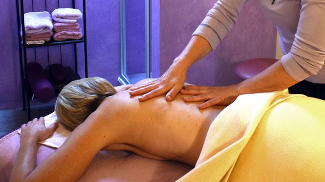 Massagen senken nachweislich den Stresspegel.