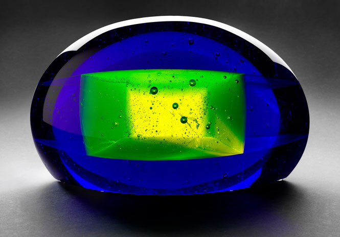 Hello Däniken | kiln cast, grinded, glued, hand polished glass | 40 x 22 x 20 cm | 2006 | ● Hungarian Museum of Applied Arts
