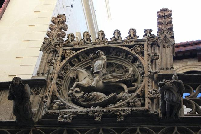 Святой Георгий астронавт на фасаде Женералитата