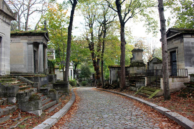 pere lachaise cemeterie
