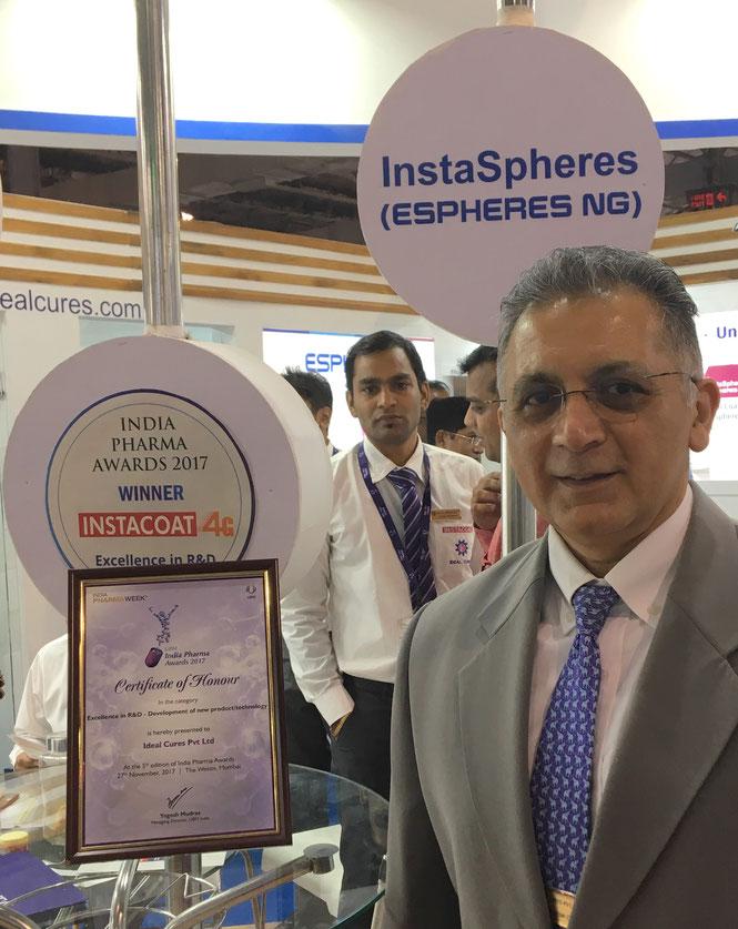 Photof Kamlesh Oza with the Pharma Award for Instacoat 4G