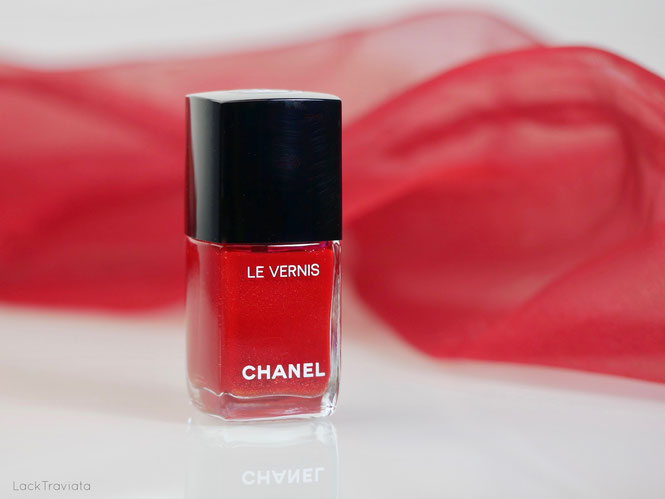 CHANEL • 918 FLAMBOYANCE • Le Libre Maximalisme de CHANEL Holiday Collection 2018