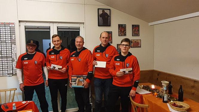 v.l.n.r.: Reinhard Brunner (Abteilungsleiter), Dominik Minderlein (Platz 4), Robert Minderlein (Platz 1), Robert Schlirf (Platz 2), Christian Schimpel (Platz 3)
