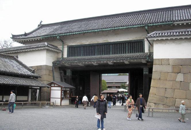 """porte"" d'entrée (Mon  門 ) Higashi-Ōte-Mon du Nijō-jō"